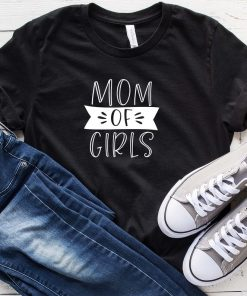 Mom of Girls Classic T-Shirt